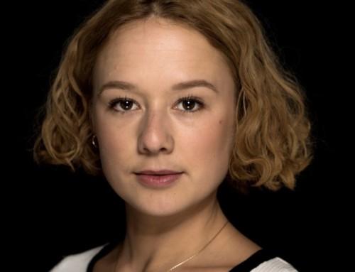 Alba August gör rollen som Astrid Lindgren i UNGA ASTRID